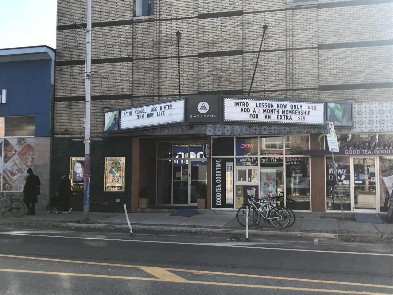 Korean townにあるクライミングジム