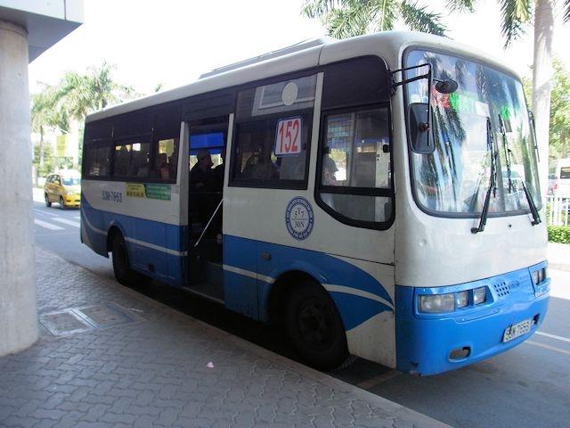 空港から出るバスは152番のみ