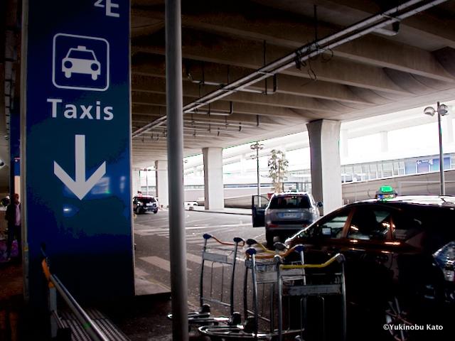 ターミナル2Eタクシー乗り場