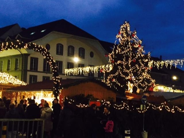 市内はクリスマスマーケットで大賑わい