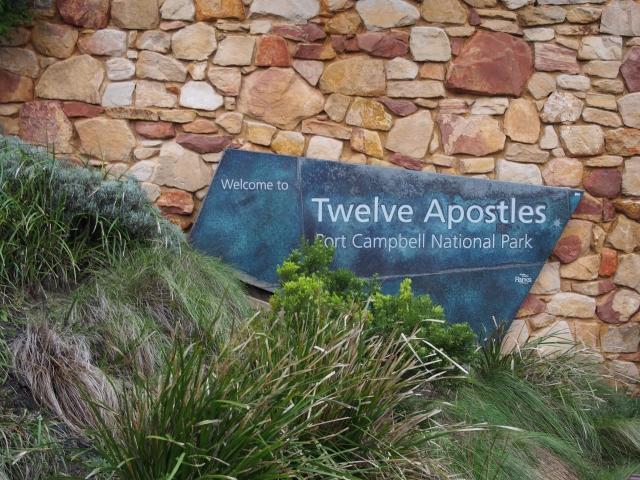 十二使徒への順路はビジターセンターより徒歩3分ほど