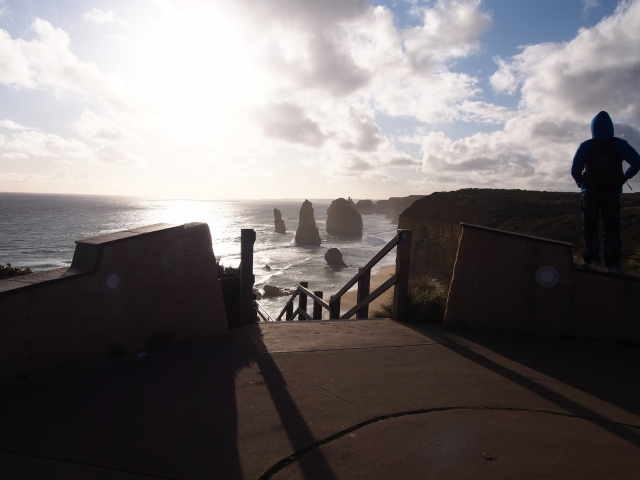 階段を下るとボードウォークの真正面に姿を表す奇岩群
