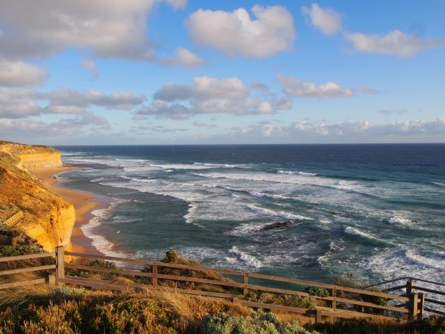 断崖のため海から吹き付ける風は強い