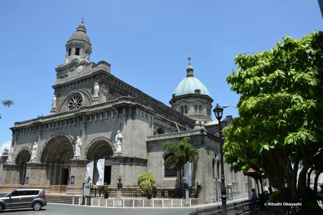 ドーム屋根とベル・タワーを備えたマニラ大聖堂