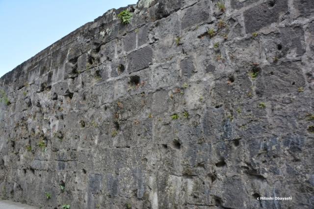 イントラムロスの防塁に残る日本軍の銃痕