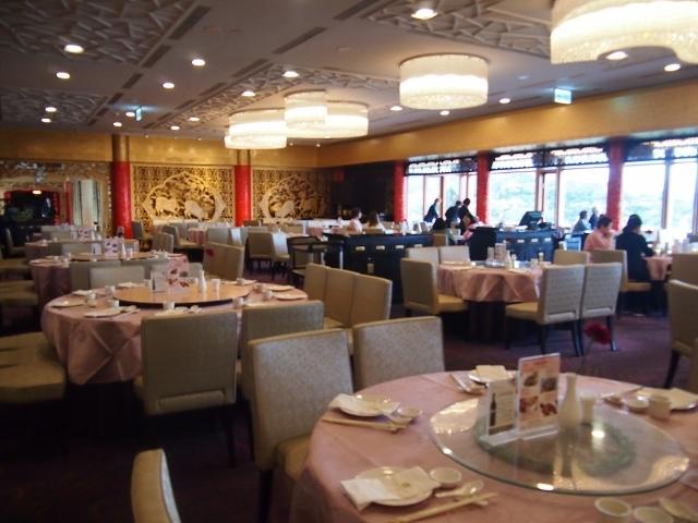 美しい内装の金龍レストラン