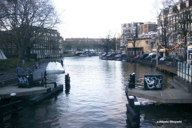 運河のいたるところに見られる水上バス乗り場