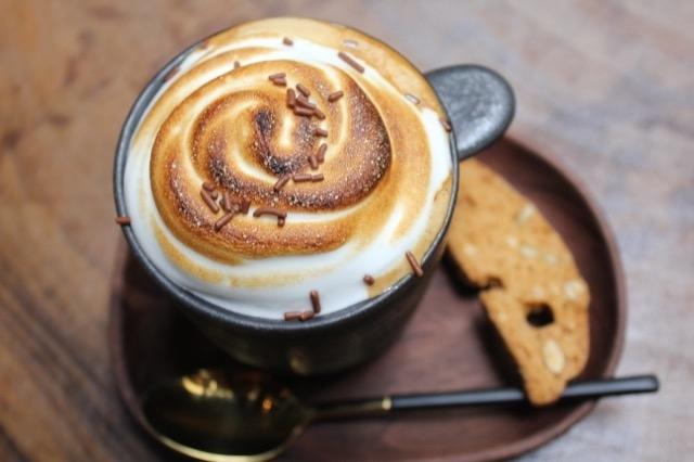 メレンゲで楽しむデザート系コーヒー
