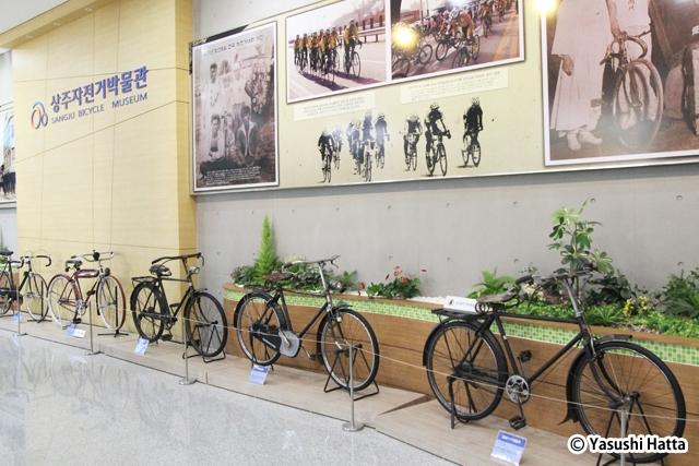 尚州の自動車博物館。館内にはいろいろな自転車が展示されている
