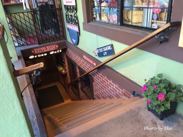 階段を下りるにつれて煉瓦塀とともにドイツな雰囲気に