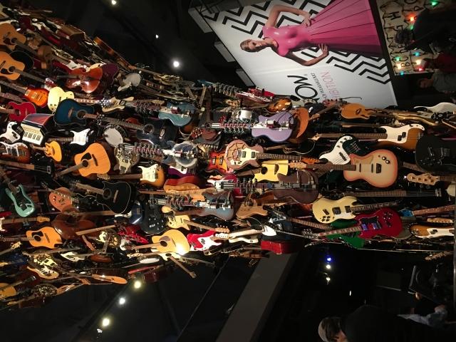 ギターの塔