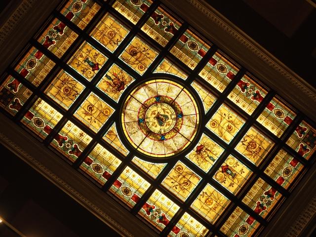 ジュビリールームの天井のステンドグラス