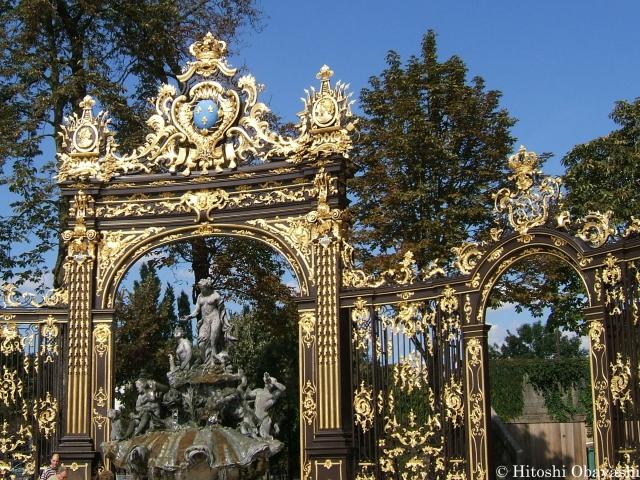スタニスラス広場を取り囲むロココ調の装飾