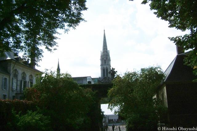 スタニスラス広場から見るナンシーのカテドラルの尖塔