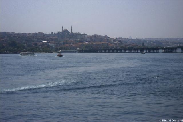 ボスポラス海峡から眺めるイスタンブルの市街