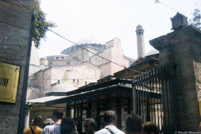 モスクに改築された東ローマ帝国最大のキリスト教会アヤソフィア