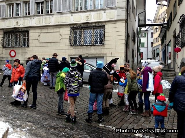 午後16時頃も沢山の子供達が集まっていました。