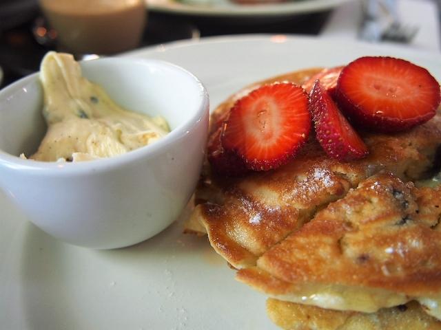 朝から元気が出そうな、甘いパンケーキ
