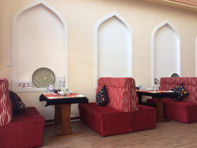 レストラン内もウズベキスタン風