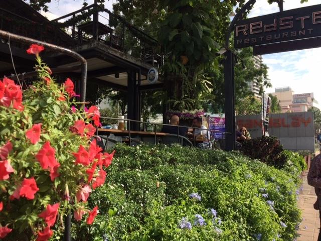 レストランの前の道からの風景