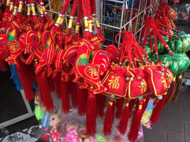 旧正月飾りが並ぶチャイナタウン