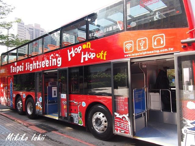 乗り降り自由の2階建オープントップバス
