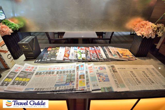 ラウンジに用意された新聞・雑誌