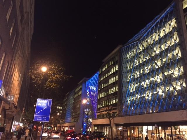 夜のベーカー・ストリート風景