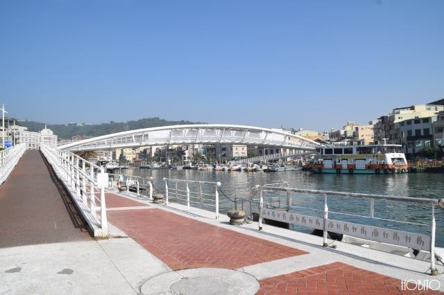 フェリー乗り場へ続く橋