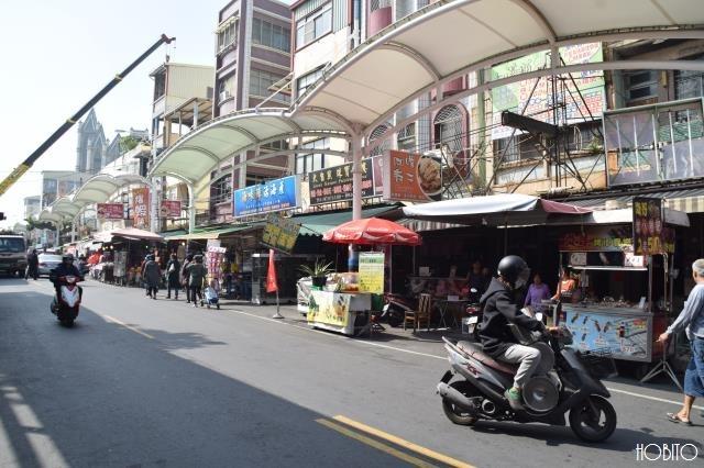 昭和のレトロさが漂うメインストリート(廟前路)