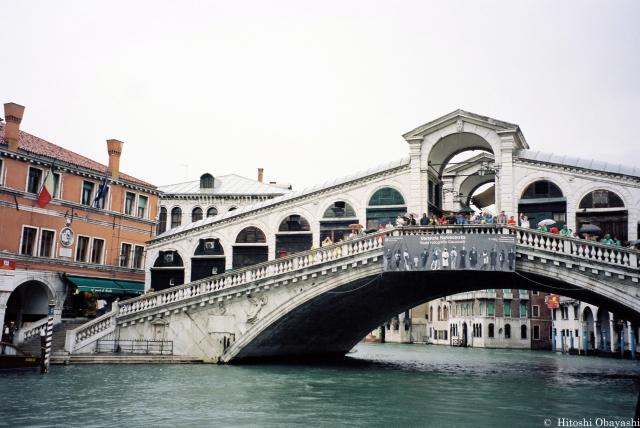 カナル・グランデに架かる最古のリアルト橋