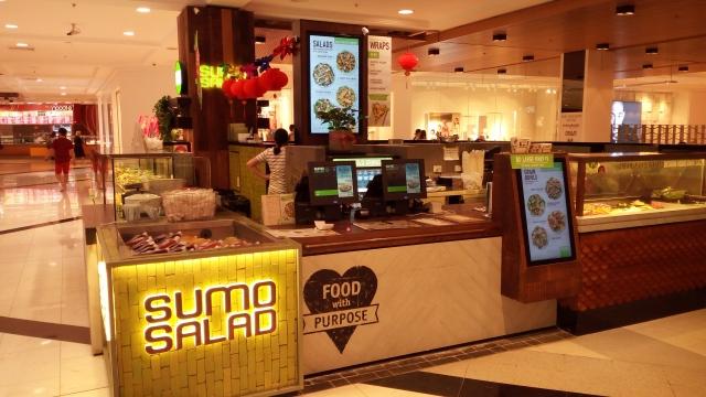 ショッピングセンターの中にある、スモーサラダ