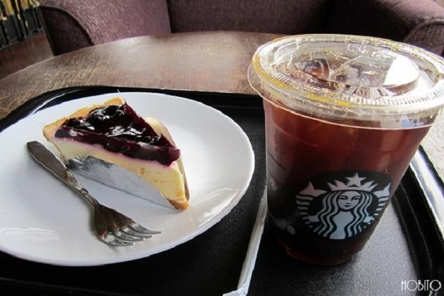 スタバのコーヒーとアッパークラスカフェのケーキ