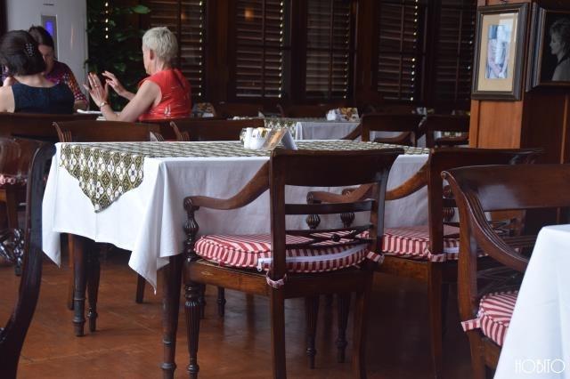 お洒落なテーブルと椅子