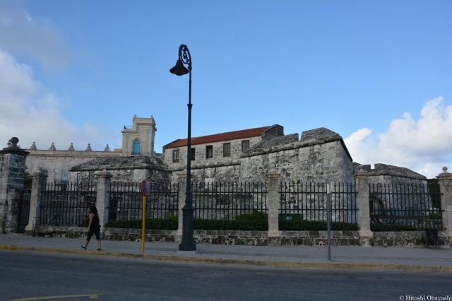 ハナバ旧市街の運河添いに築かれたフエルサ要塞