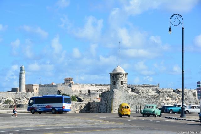 運河の入口のラ・アバーナ・ビエハ側に建造されたプンタ要塞