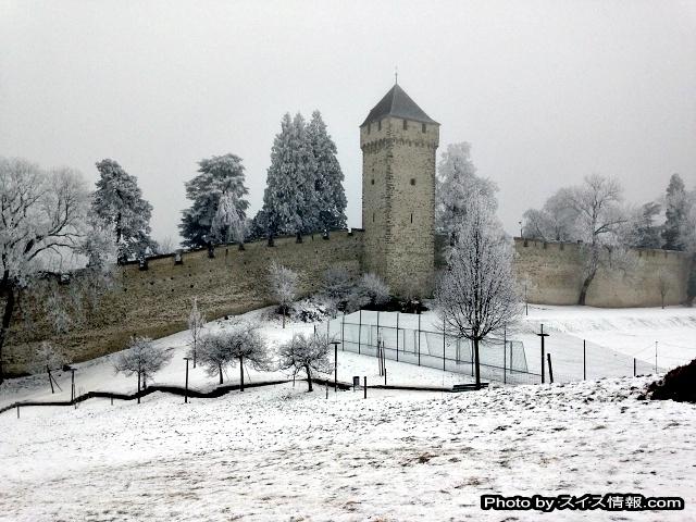 銀世界に佇むムーゼック城壁