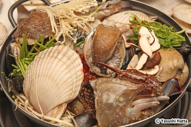 貴賓食堂のヘムルタン。写真は中サイズで4万ウォンという値段