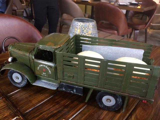 模型トラックが器