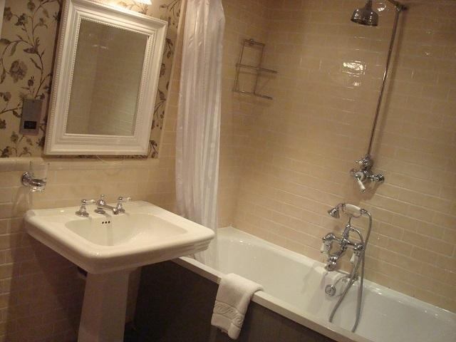 ちゃんとした浴槽のあるバスルーム