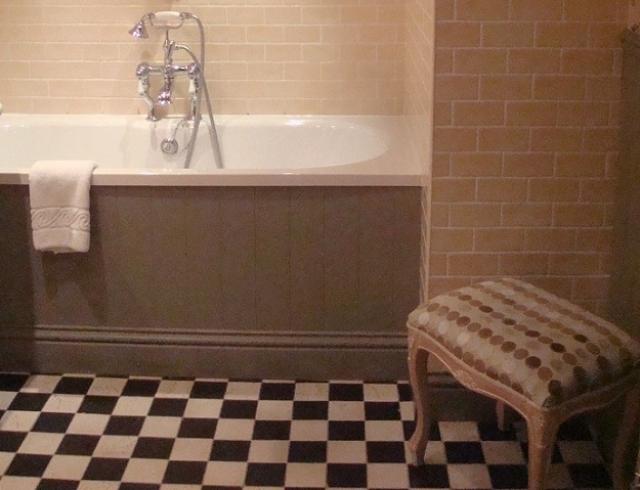ゆっくり寛げるサイズのバスルーム