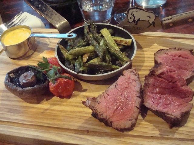 お肉の滋味が味わえる絶品ステーキ