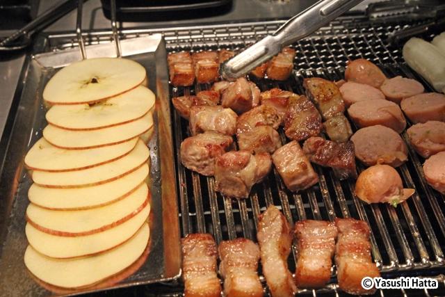 アップルサムギョプサル。豚肉はリンゴ汁で熟成をさせている