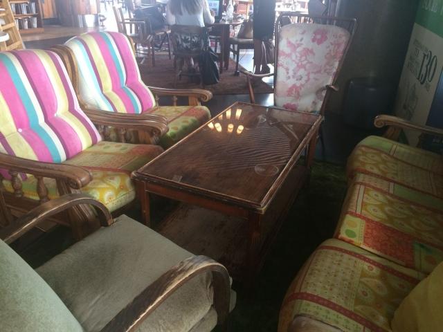 店内のソファー席