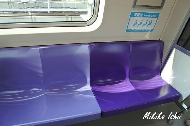 桃園MRTの普通車(Commuter)の車内