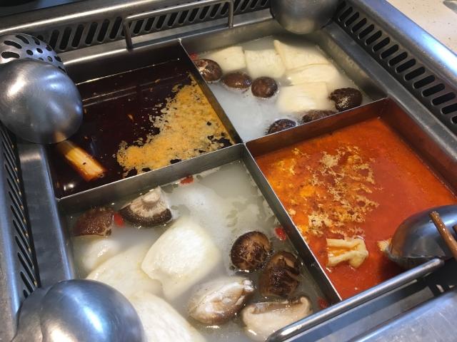 火鍋のベースのスープは最大4種類選べます