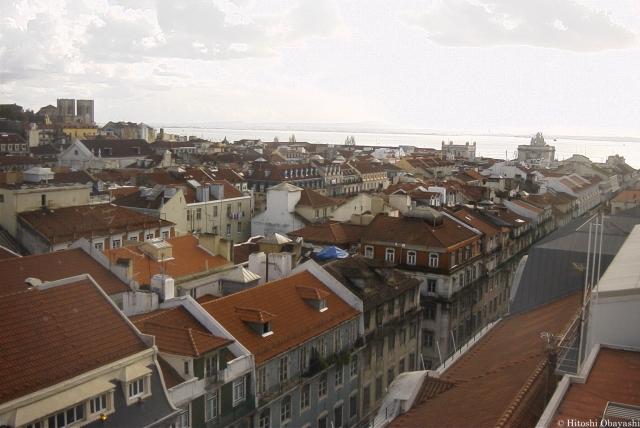 サンタ・ジュスタのリフトの展望台から眺めるリスボン