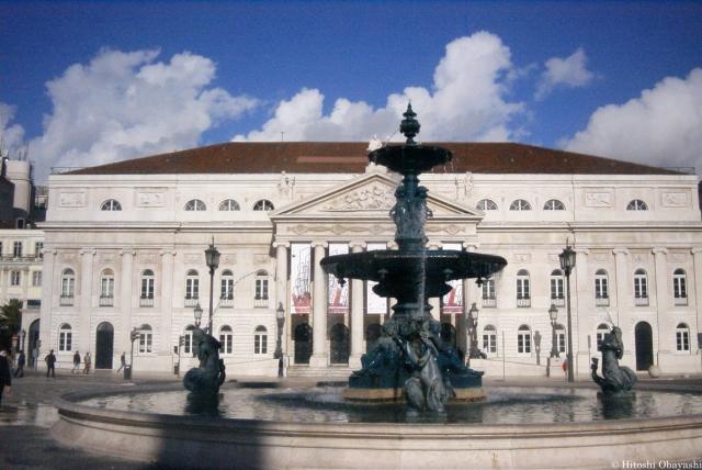 ロシオ広場に面するドナ・マリア2世国立劇場