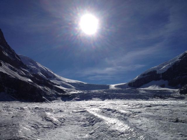 まさに氷河の上に立つ