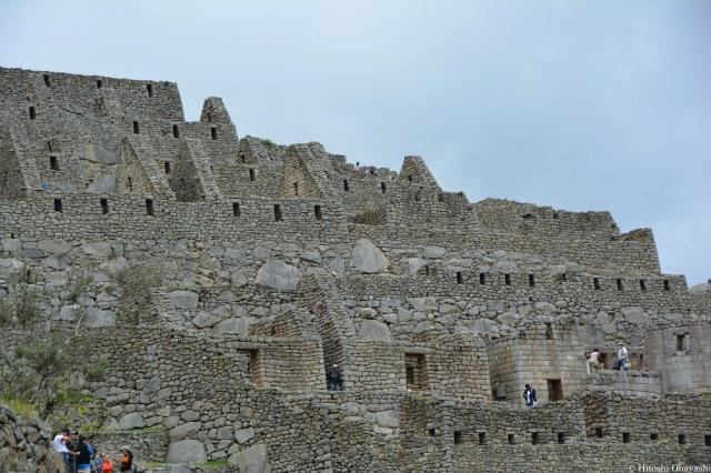 インカの卓越した石組技術を駆使した街並